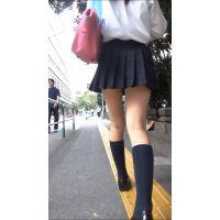 【制服動画�縦】正統派ミニスカ女子ひざ追跡