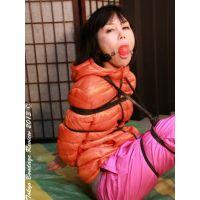 着衣拘束&猿轡フェチ動画 [YR6 監禁隷嬢 ダウンジャケット・ボンデージ ユリア Part2]
