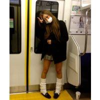 ≪電車の激ミニ女子高生≫