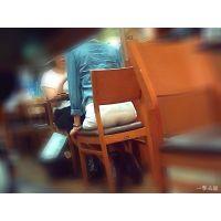 カフェで人妻OLのパンツ透け透け桃尻を眺めながらお茶する瞬間