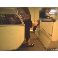 隣のおねーさんが靴をパカパカやるので足指が気になって仕方ない