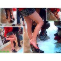 デパートの靴屋でミニスカギャルが生足で試し履きしていたので生撮り