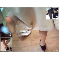 女性が靴の試し履きをしている瞬間にドキドキしてしまう