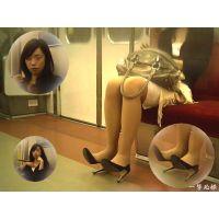 何のクリームだか知らないが電車内で体中に塗り捲って気を引く女