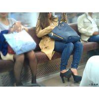 電車内で夜なのにサングラスなデニムジーンズ女を観察