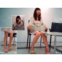 デパートの休憩所に座っていた清楚系美人の美脚とつま先を観察する