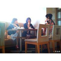 レストランで粒ぞろいな熟女たちが人妻会で盛り上がっていたので観察