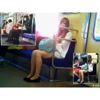 電車内の女子大生の黒タイツやナチュスト美脚を観察する