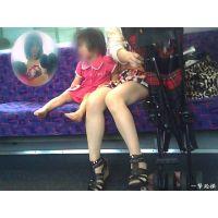子連れの場合は子供を見てるフリして脚を見ていたら怪しまれない