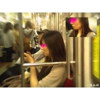 電車内の美人にありえないほど近づいて表情を接写してみた
