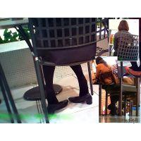 休憩所で黒タイツおねーさんの臭そうな足の裏を遠巻きに観察する
