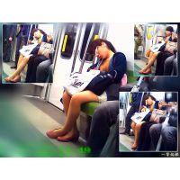 電車内で寝落ちする会社帰りおねーさんが見ていてかわいい