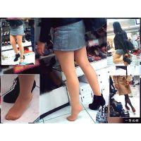 売り物のヒールを足で引きずりながら試し履きする非常識ギャルの足を観察する