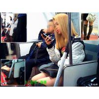 電車内で見かけた金髪おねーさんのロングブーツを横から観察し続ける