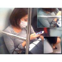 電車内で見かけた人妻さんの柔らかそうな豊乳に思わずロックオンする