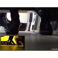 電車の座席の下