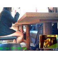 近くのテーブルのおねーさんの生足と柄ストをこっそり観察してみた