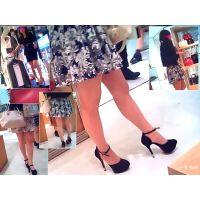 買い物中に見かける素敵なおねーさんの美しい足を近くで観察する