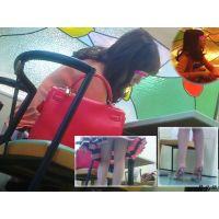喫茶店でセレブ風人妻の机の下の足やつま先の動きを観察 セット
