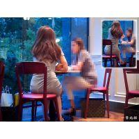 カフェでお茶していたワンピース人妻のお尻の形が気になって観察した