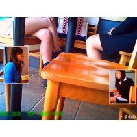 カフェで雑談中のリクスーちゃんとショーパンちゃんの美脚を観察した