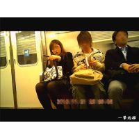 地下鉄のホームで靴パカをしていた黒タイツOLを観察 電車内編