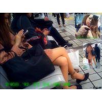 駅のベンチでちょいヤン風ギャルが靴をパカパカしていたので興奮した