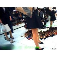 夕方の街の靴屋さんはOLやホステスだらけで靴の試し履きが見放題2