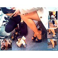雑貨屋や靴売り場で美脚なおねーさんの足先に接近し観察してみました