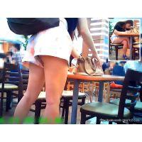フードコートでお勉強している女子大生の太ももを観察していたら・・
