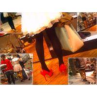 足フェチの人は土日に女子連れて街の靴屋に行けばこんなに天国モード