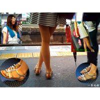 駅のホームに座っていた長身美脚女子大生の顔からつま先までを観察する