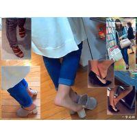 買い物中のおねーさんや人妻のつま先・足裏・靴脱ぎを接近観察する