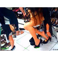 女友達と靴屋に入ったら色んな試し履きおねーさん達の美脚に出会えた