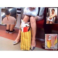 駅ホームで電車待ちしていた熟女の生足美脚を観察する
