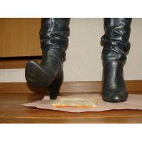 102ブーツ画像 ピンキーの本革ニーハイブーツ 食パン踏み