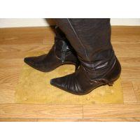 076ブーツ画像 ingの本革ロングブーツ ダンボールに靴底画像5