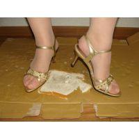 039サンダル画像 ゴールド色サンダル パン踏み