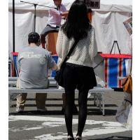 黒タイツの足がきれいなお姉さん フルサイズ