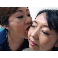 顔舐めレズ〜藤野が由梨絵の顔を舐める
