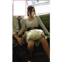 【ガチ】電車内でち●こ触らされる私服JK