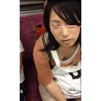 昏睡美人女子大生がアへ顔でブラどころか乳首晒してたので接写した