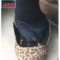 奇跡的に見かける、女性が靴脱ぎしている匂い立つ、夢のような風景NO.34