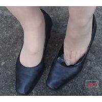 奇跡的に見かける、女性が靴脱ぎしている匂い立つ、夢のような風景NO.30
