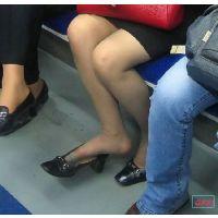 奇跡的に見かける、女性が靴脱ぎしている匂い立つ、夢のような風景NO.28