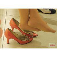 奇跡的に見かける、女性が靴脱ぎしている匂い立つ、夢のような風景NO.26