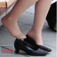 奇跡的に見かける、女性が靴脱ぎしている匂い立つ、夢のような風景NO.43