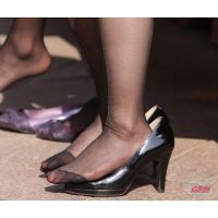 奇跡的に見かける、女性が靴脱ぎしている匂い立つ、夢のような風景NO.24