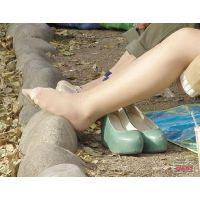 奇跡的に見かける、女性が靴脱ぎしている匂い立つ、夢のような風景NO.32