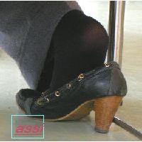 奇跡的に見かける、女性が靴脱ぎしている匂い立つ、夢のような風景NO.42